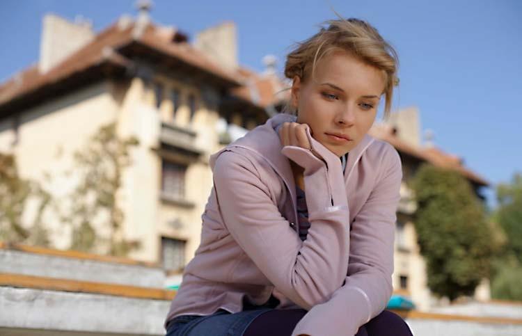 Перед депрессией женщины гораздо слабее мужчин