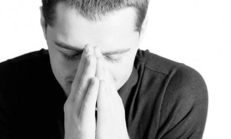 Что бы избавить человека от депрессии нужно искать причину происходящего