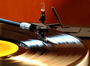 Ученые рассказали, какой музыкой лечить депрессию и что слушать, если болит голова
