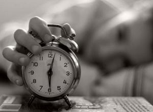 Кто рано встает, тот рано… умрет. Ученые рассказали, во сколько умирают «жаворонки» и почему «совы» более склонны к депрессии