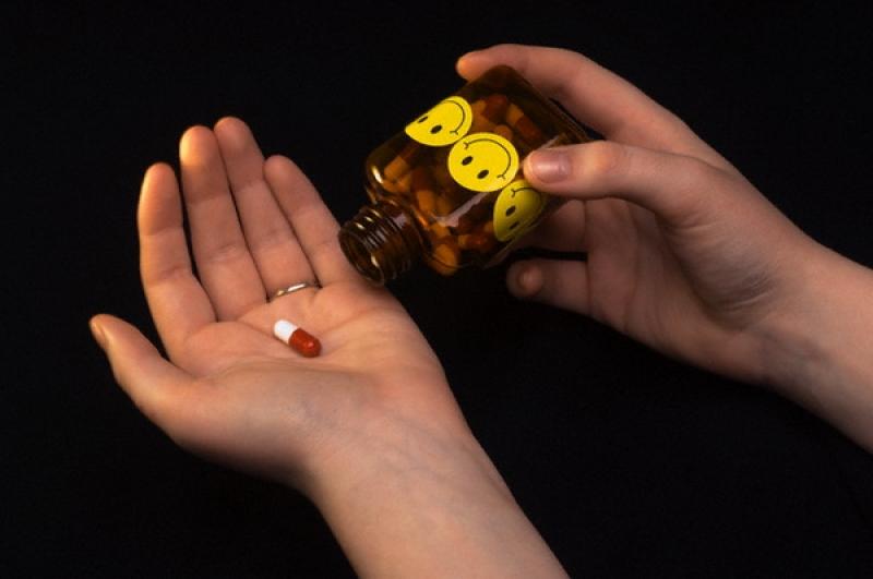 Имплантация зубов может закончиться неудачей из-за употребления антидепрессантов