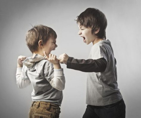 Издевательства старшего брата или сестры повышают риск депрессии у младших детей