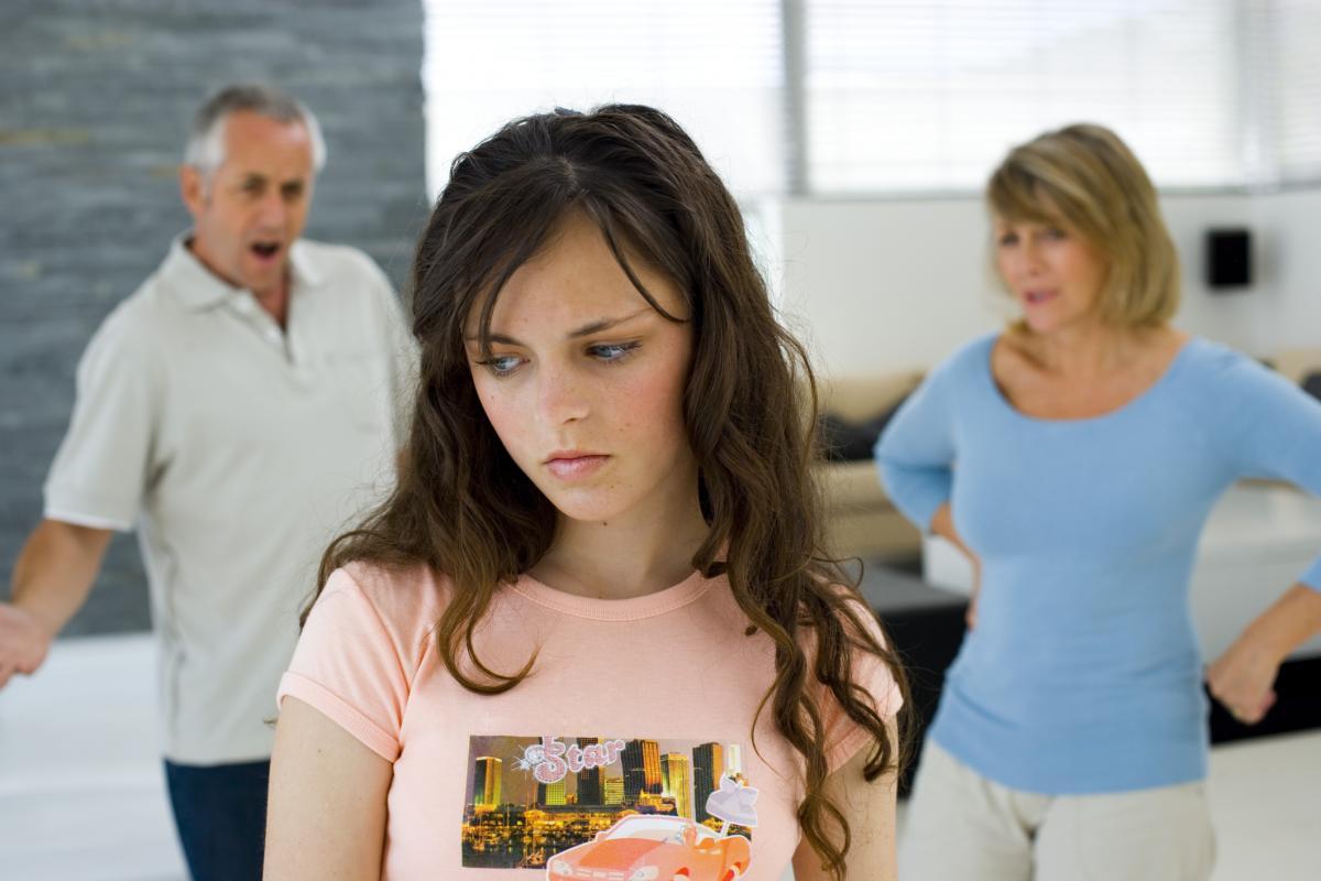 Крик родителей вызывает у подростков депрессию и поведенческие проблемы