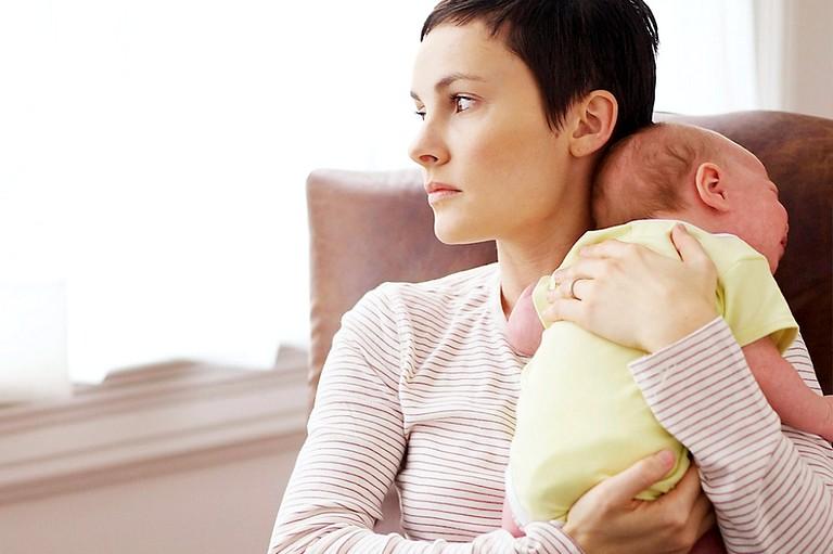 Жительницы больших городов чаще страдают от постродовой депрессии