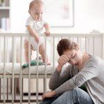Материнская депрессия: детям помогут отцы