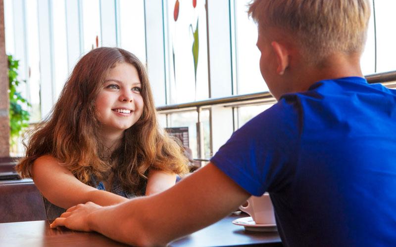 Как помочь подростку пережить первую влюбленность