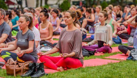 Бикрам-йога лечит от депрессии