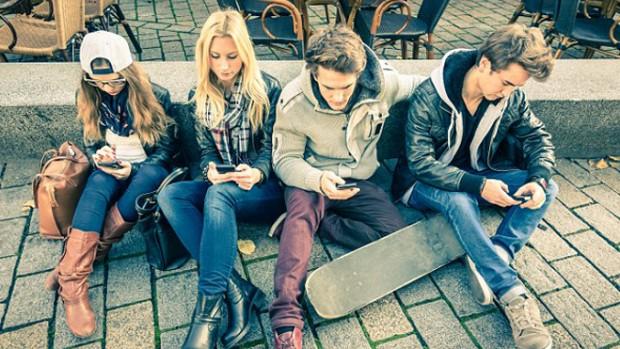 Подростки испытывают стресс, когда не могут использовать свои смартфоны