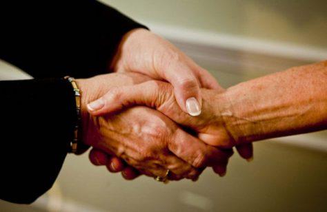 Длина пальцев человека связана с его благосостоянием