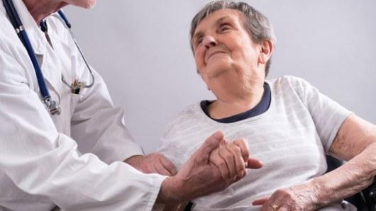 Болезнь Альцгеймера лучше лечить до первых симптомов