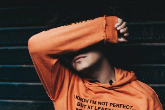 «Садитесь, я вам рад…»: что нужно знать о синдроме самозванца