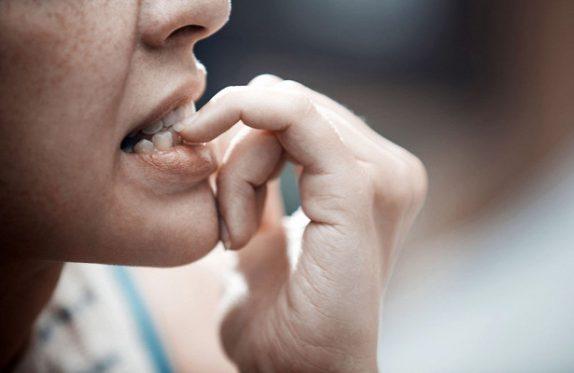 Тревожность делает женские кости хрупкими