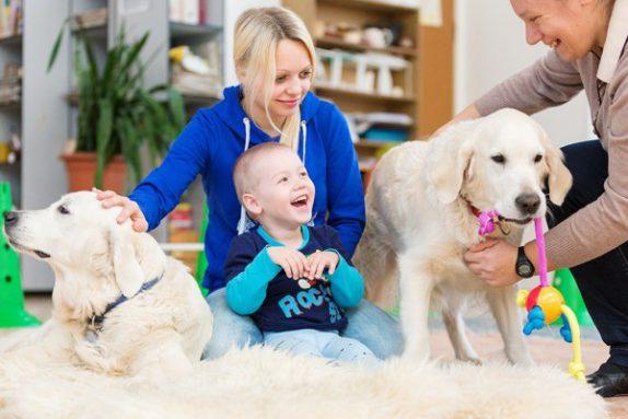 Собаки помогают детям справиться со страхом