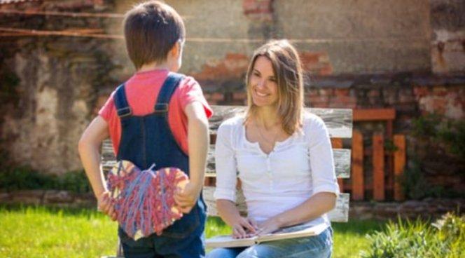 Родителям легче учить детей доброте, чем эгоизму