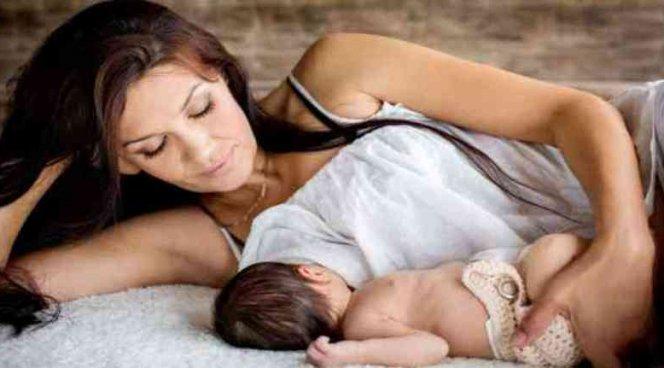 После кесарева сечения мамы заражают детей стрессом