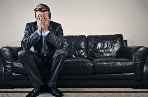 В стрессе мужчина становится хуже, а женщина — лучше