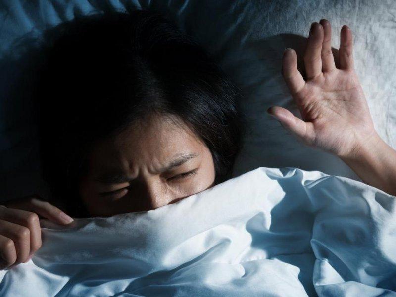Установлены причины криков и резких движений во сне