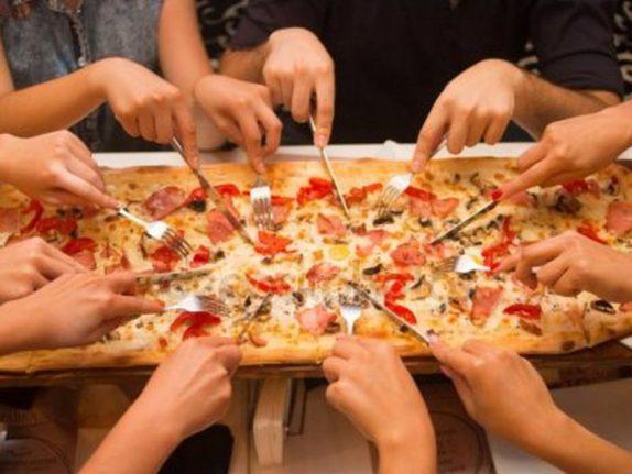 Еда из одной тарелки помогает договориться