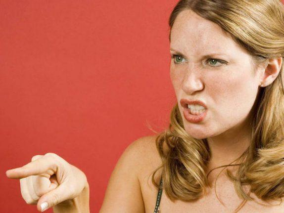 Раздражительность заставляет переоценивать себя
