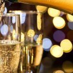 Женщинам во время стресса посоветовали пить шампанское