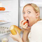 Медики объяснили, почему при стрессе «тянет» на сладкое