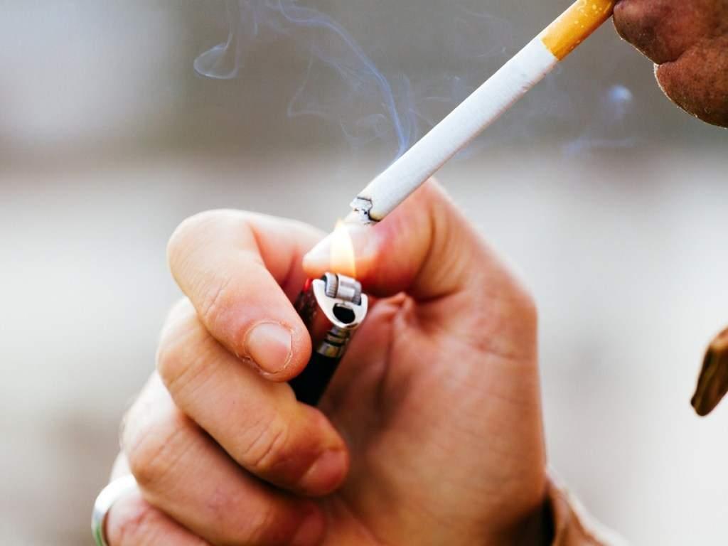 Медики объяснили, как курение может повлиять на психику