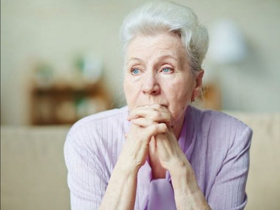 Негативные эмоции в пожилом возрасте повышают риск воспалений и смерти