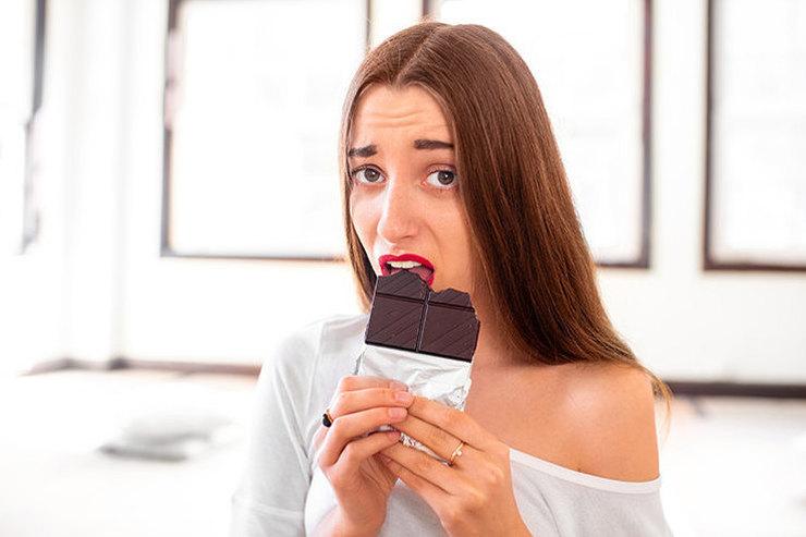 Беспокоюсь и жую: 3 способа избавиться от привычки заедать стресс
