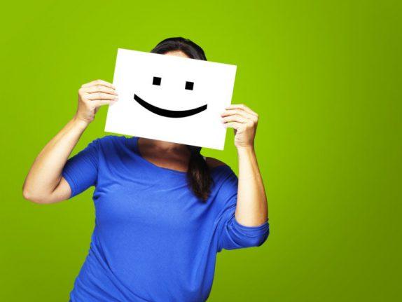 Несчастные люди тянутся к друзьям, а счастливые к незнакомцам