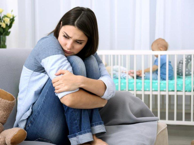 С послеродовой депрессией трудно справиться своими силами