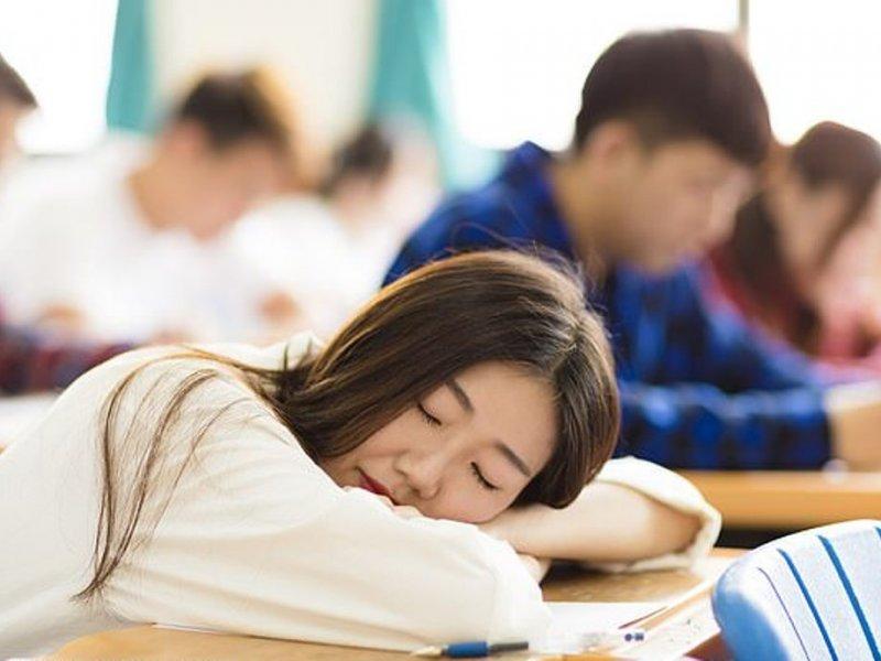 Для счастья девочкам-подросткам нужен здоровый сон и подруги