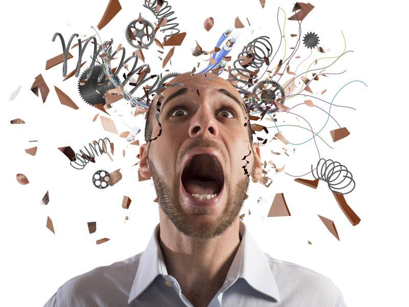 Диарея, головная боль, «ком в горле» — врач рассказал, что может болеть из-за стресса