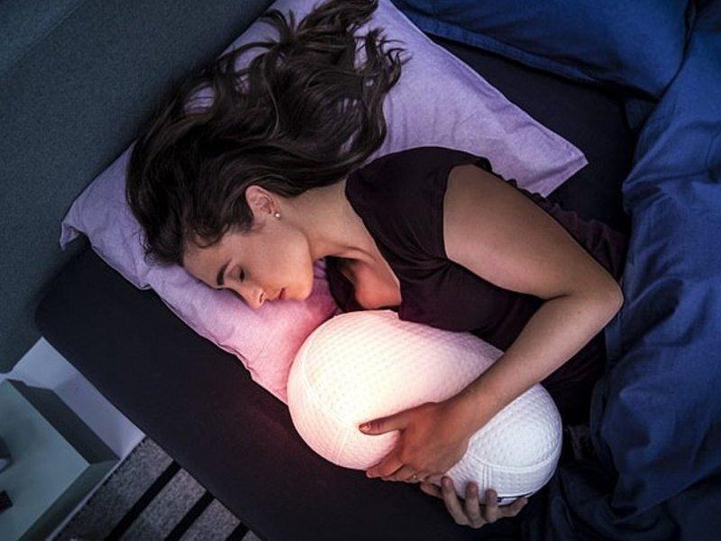 Создан робот-обнимашка для сна