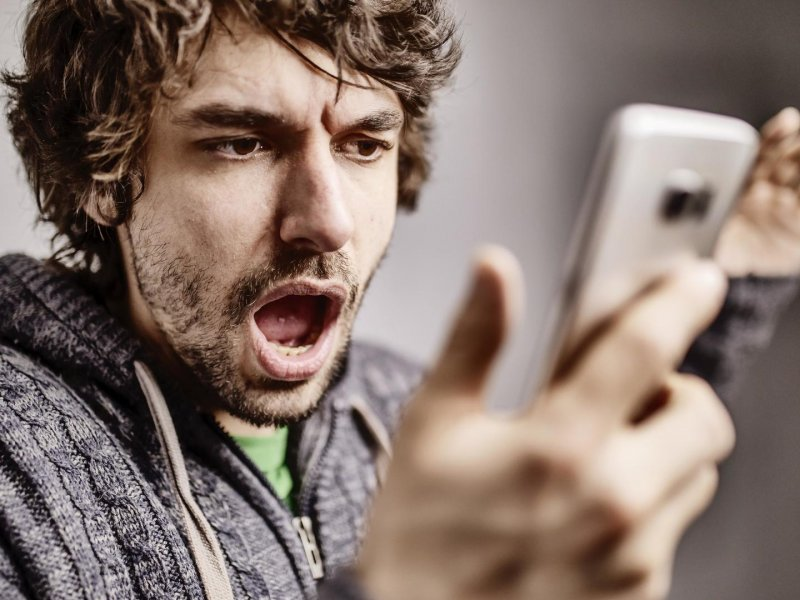 Как перестать отвлекаться на смартфон? Психолог рассказывает о приемах самоконтроля