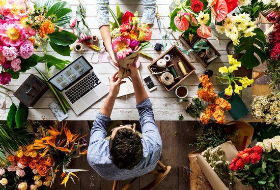 Современная доставка цветов в Шахтах – выбор салона и композиции