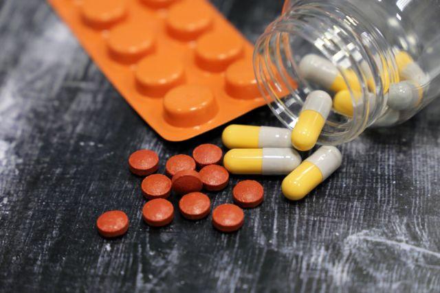 Почему назначают антидепрессанты и как правильно принимать?