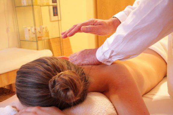 Кому противопоказан массаж