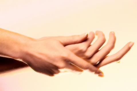 Почему немеют пальцы левой руки?