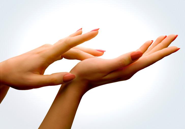 Дергаются пальцы на руках: причины