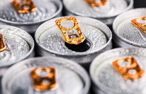 Чем опасны энергетики и можно ли пить их без вреда для здоровья