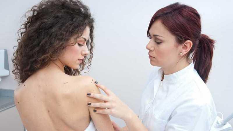 Красные точки на теле: в каких случаях необходимо лечение